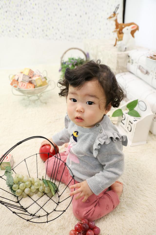 1歳バースデーの記念撮影を東京文京区千駄木のおしゃれな古民家フォトスタジオ、ケープルヴィル写真館で。