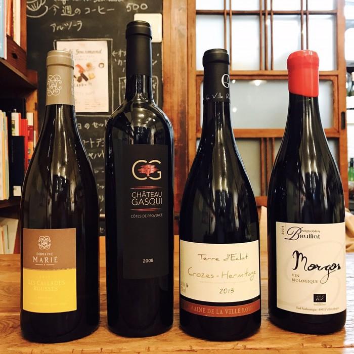 ケープルヴィルの有機ワインの試飲会に集まったフランスのワインボトルたち