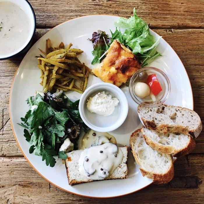 文京区千駄木や台東区の谷中で人気のデリプレートランチ。野菜がたっぷりでオリジナルで美味しいと評判です。