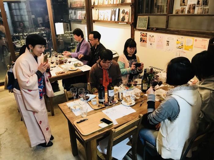 東京都文京区千駄木のビストロカフェ、ケープルヴィルのワイン会の様子です。