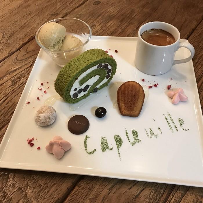 4月の千駄木カフェ・ケープルヴィル人気スイーツはメインのケーキが抹茶のロールケーキ。