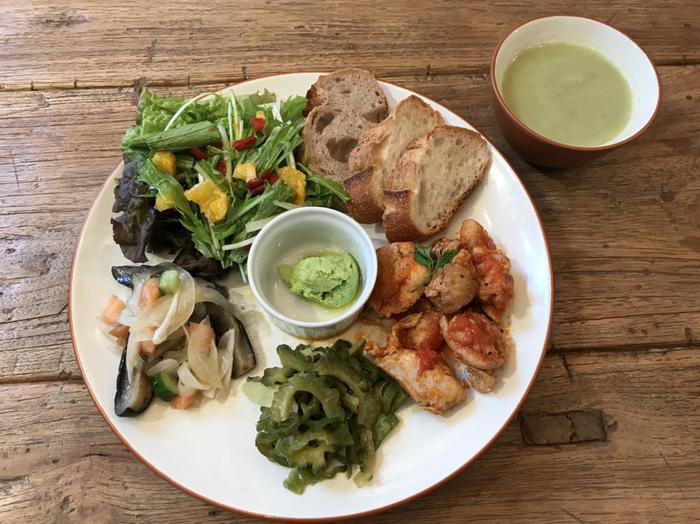 谷中・千駄木・根津で人気の古民家カフェで落ち着いた時間を楽しみながら人気のデリランチプレートをどうぞ