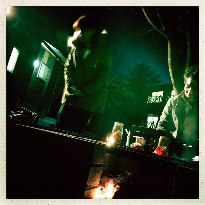夜のバーベキュー