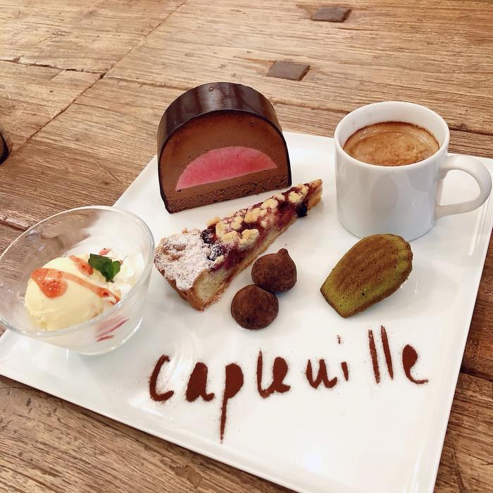 東京都文京区千駄木の人気隠れ家古民家カフェ、ケープルヴィル写真館&カフェのパティシエによる人気ケーキアソーツのデザートは「カフェ・グルマン」。フランス生まれのデザートです。