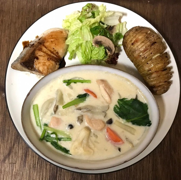 文京区千駄木の人気古民家カフェ、ケープルヴィルはビストロのような美味しいお料理を金曜日、土曜日の夜にお出ししています。ワインと一緒に月替りメニューをお楽しみいただけます。