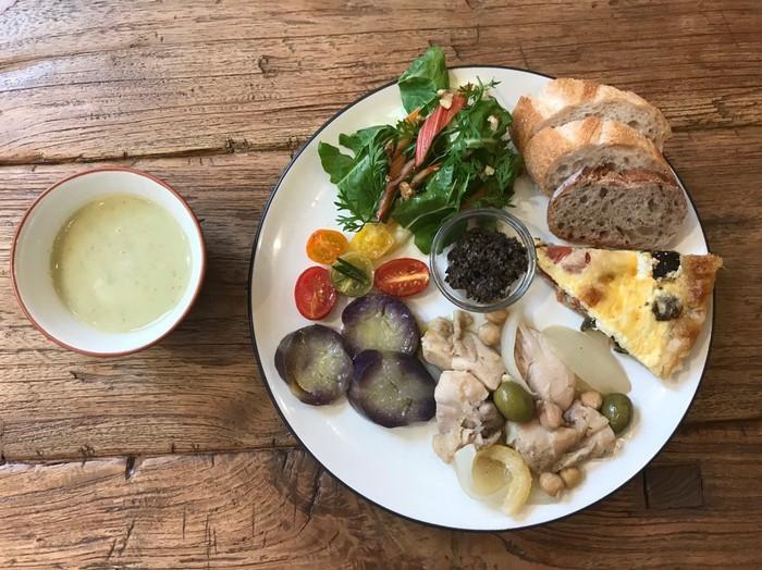 古民家カフェ、ケープルヴィルのデリランチプレートは一番人気の一押しおすすめメニュー。フランスの家庭料理をお楽しみいただけます。