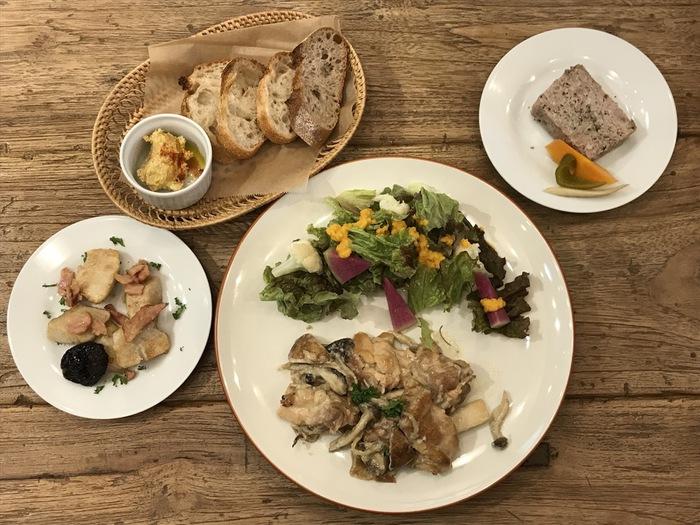 東京都文京区千駄木、古民家カフェ・ビストロ、ケープルヴィルの人気デリ。ディナーは11月はこちら。