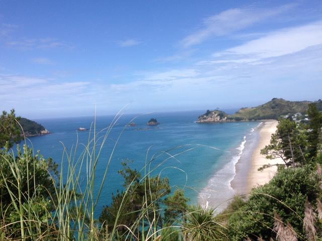 青い空と碧い海。ニュージーランドの大自然の美しさ。