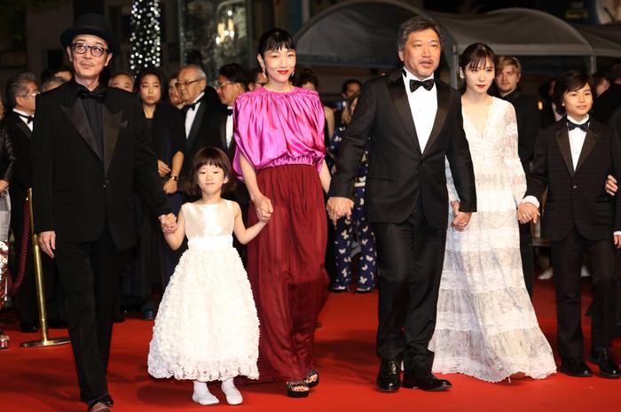 「万引き家族」の赤絨毯風景。正式上映の時の模様です