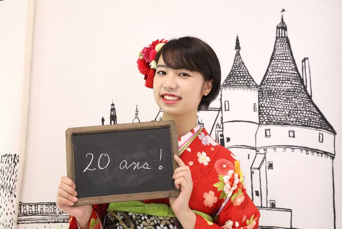東京都文京区千駄木のおしゃれな古民家写真館、ケープルヴィルのフォトスタジオでの成人式撮影は、ご家族みなさまでたのしいひとときを。