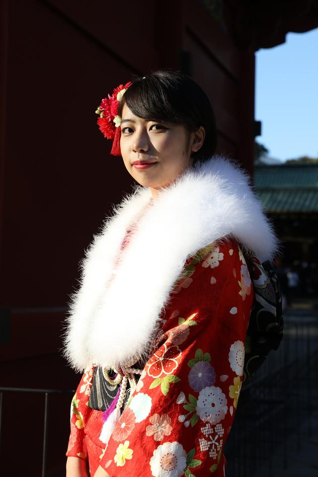 東京都文京区千駄木のおしゃれな写真館のフォトグラファーと一緒に根津神社や近隣の神社、庭園などで出張撮影ができます。