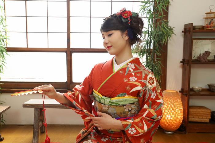 成人式の振袖は古民家フォトスタジオによく似合います。東京都文京区千駄木の写真館、ケープルヴィルでは成人式撮影が早撮り・後撮り、どちらも大変人気です。ロケーション撮影もできます。