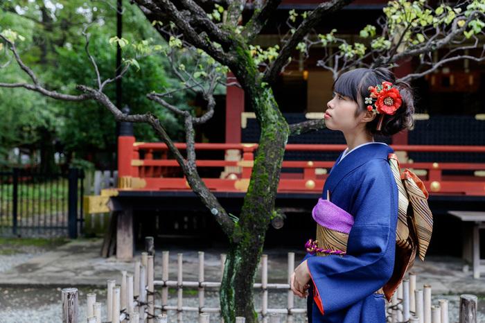 文京区の根津神社に出張撮影。二十歳の成人式の前撮り写真を振袖で。
