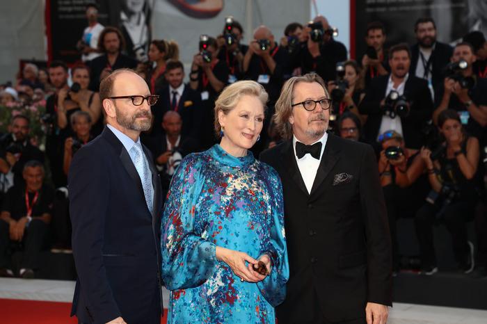 ゲイリー・オールドマン、メリル・ストリープ、イタリア・ベネチア映画祭の赤絨毯に登場したので撮影。