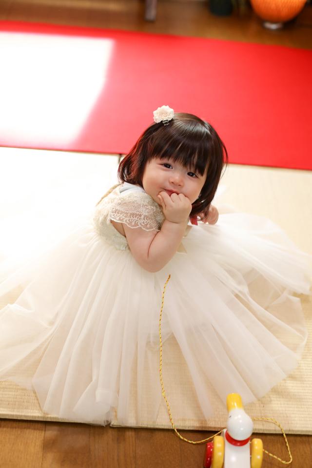 1歳バースデーに白いドレスをレンタルしてバースデー撮影
