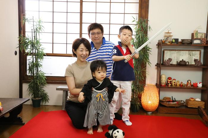 古民家写真館の和室スタジオで家族の記念撮影