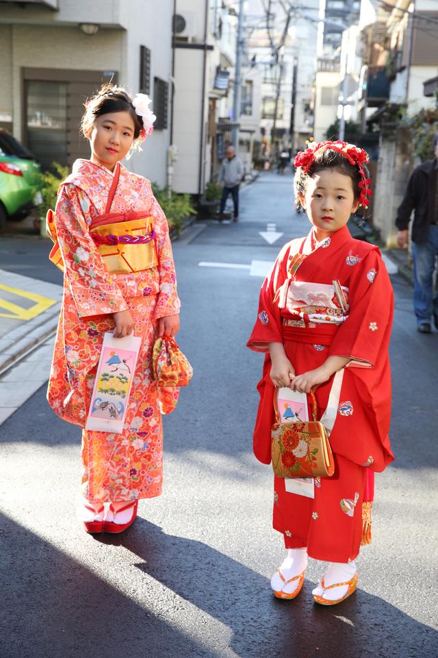台東区の神社で撮影。姉妹でお着物を着て撮影。