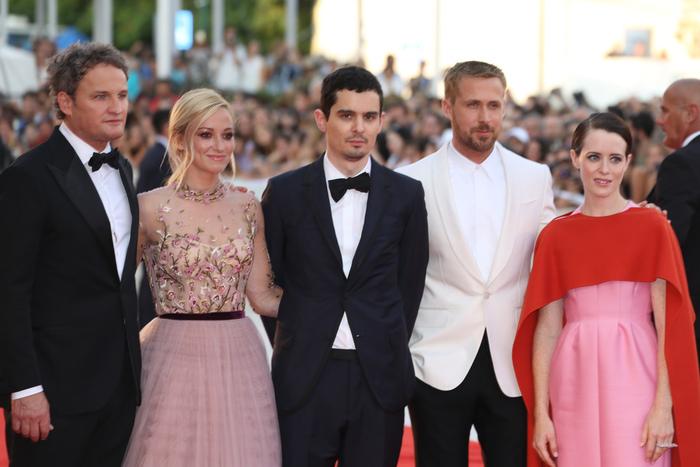 ライアン・ゴスリングが大人気のベネチア映画祭開場前の赤絨毯