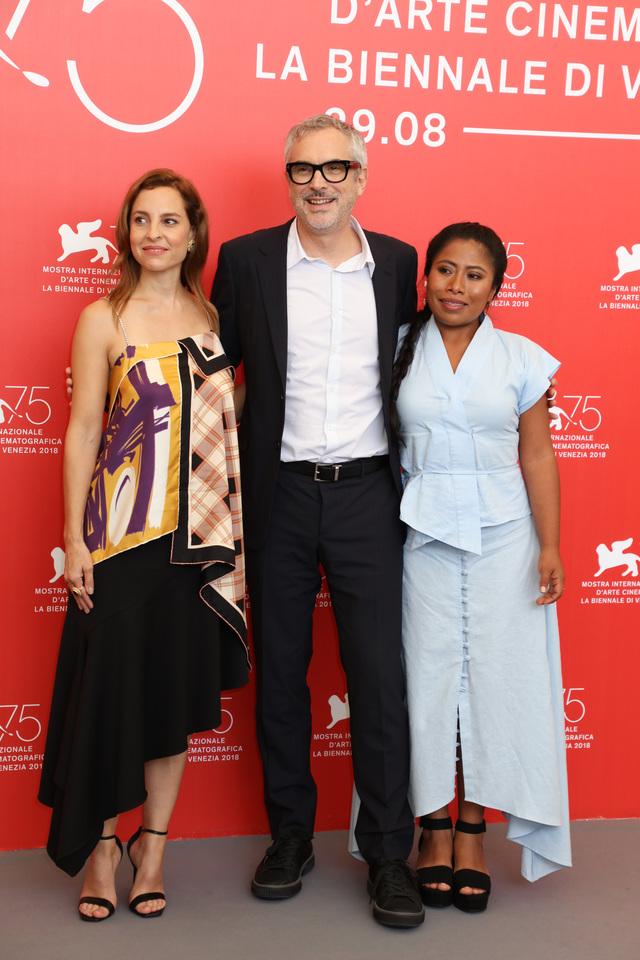 ベネチア映画祭でフォトコールに登場したアルフォンソ・キュアロン監督