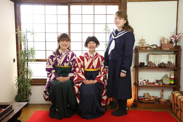 卒業撮影を千駄木の古民家写真館で撮影しましょう。お友達と、ご家族と。袴をきて。着付けやヘアメイクもできます。