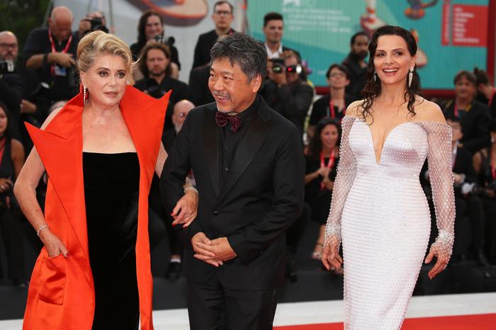 第七十六回イタリア・ベネチア映画祭のオープニングを飾るのは是枝裕和監督の日本映画。フランスの大女優と一緒に赤絨毯を歩きます