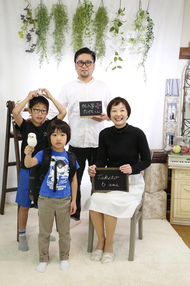 家族撮影を東京都文京区、荒川区、台東区で人気の口コミ古民家フォトスタジオ、ケープルヴィルでたのしく行いました。新一年生の記念に。