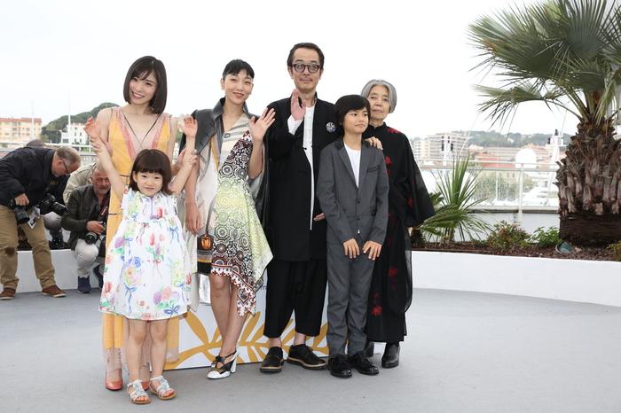 「万引き家族」カンヌ映画祭でフォトコール