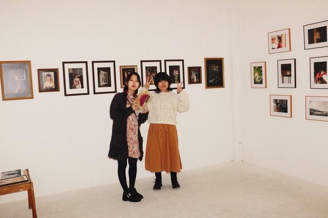 モデルの香凛さんと柴崎まどかさん、渋谷のコンシールギャラリーにて。