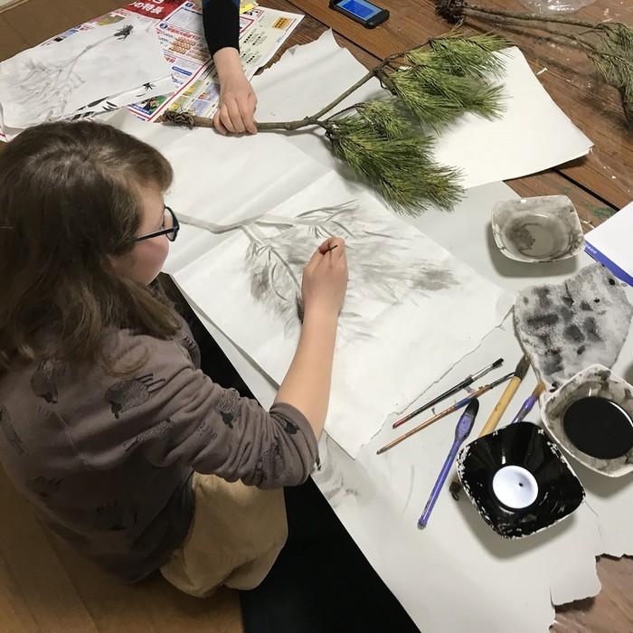アートや工作の授業で物足りない子供たちのために、文京区千駄木では東京藝術大学卒業の講師お二人によるレベルの高い、それと同時に愉しいアートクラスが。