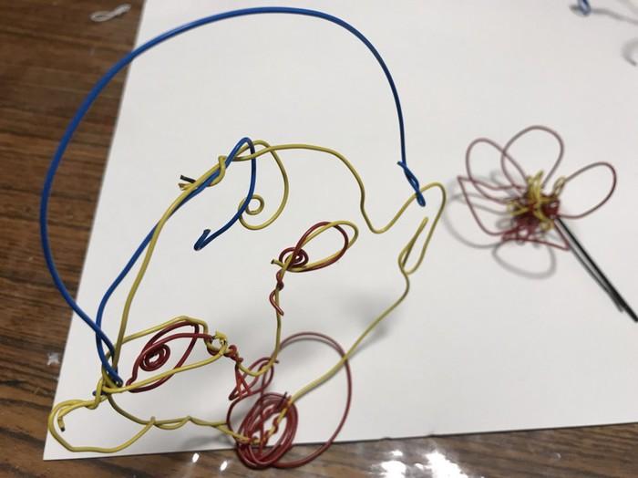 ワイヤーを使って作品作り