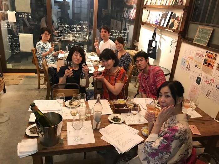 ワイン会の集合写真