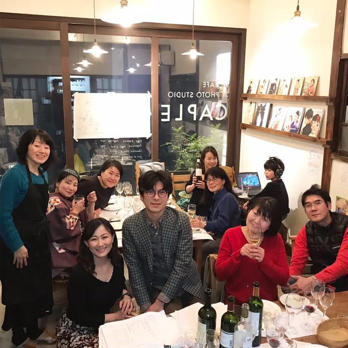 ワイン会の参加者は女性やおひとりさま、ご夫婦も。